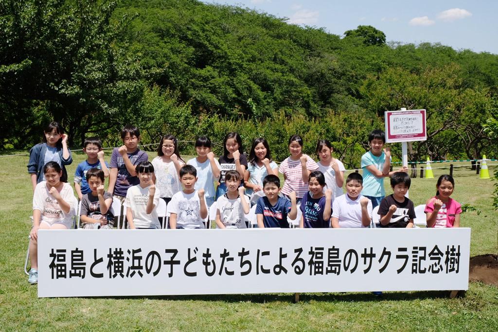 福島ポーズで記念撮影